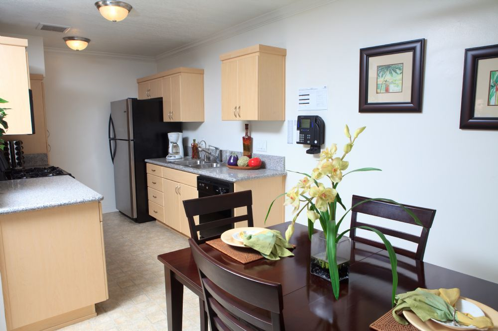 Park Del Amo Apartments in Lakewood, CA - uCribs