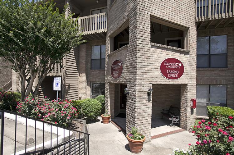 Riverwalk Apartments Ucribs