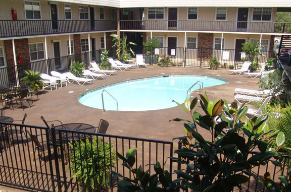 North Creekside Apartments   UCribs