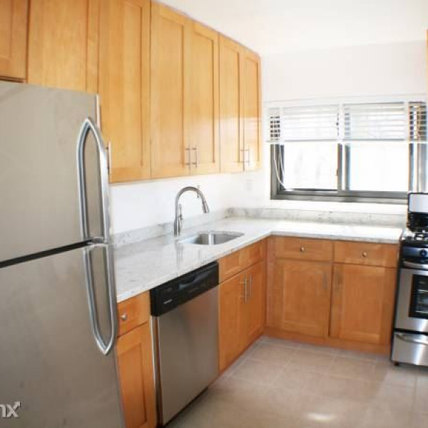 Beautiful Sunfilled 2 Bedroom Apt   Laundry On Site   1 Car Garage/Rye  $2,800