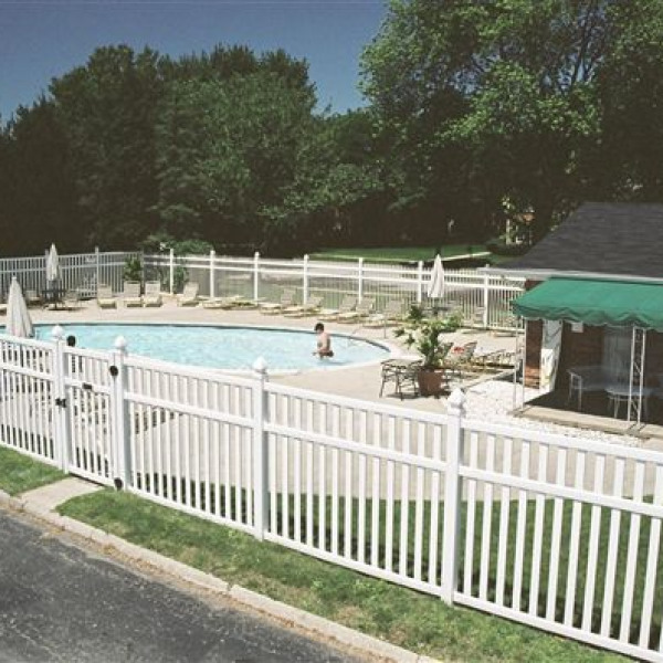Fox Glen Apartments And Fitness Club