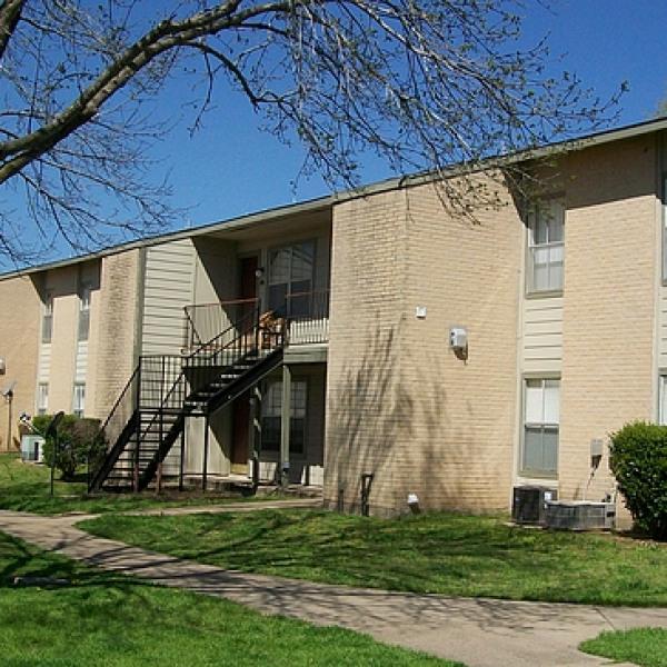 Village Pointe Apartments: Campus Village