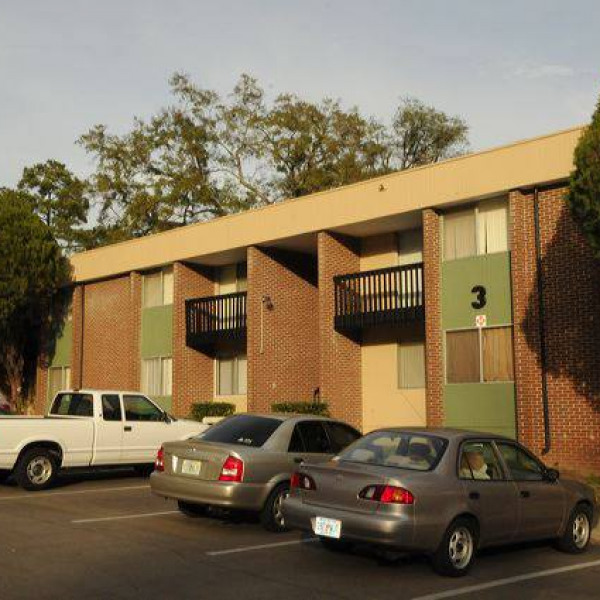 Villa Siena Apartments: Seminole Legends Condominiums