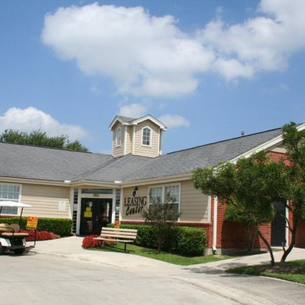 Country Oaks Apartments: Villagio Apartments
