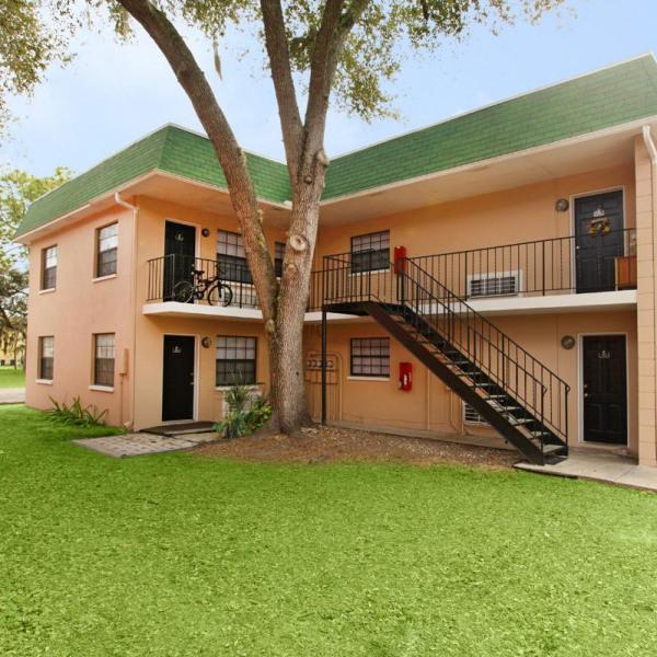 Ashley Oaks Apartments: Columbia Palms