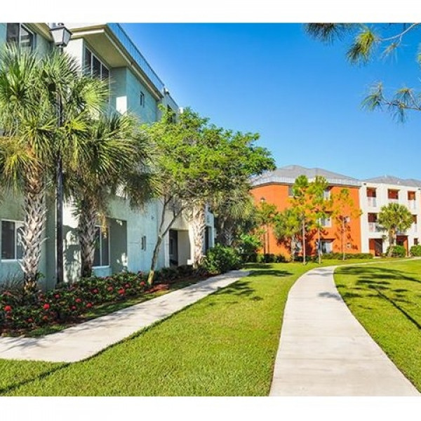 Lake Of The Woods Apartments: Estero Woods Village