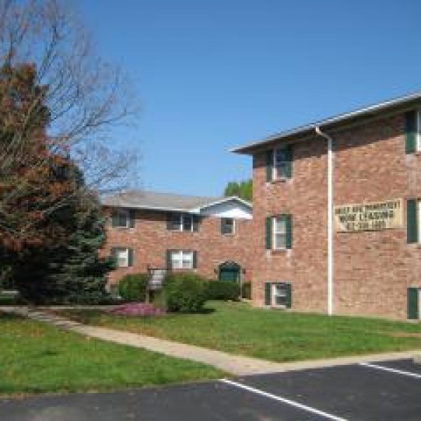 Woodbridge Apartments: Woodbridge Apartments