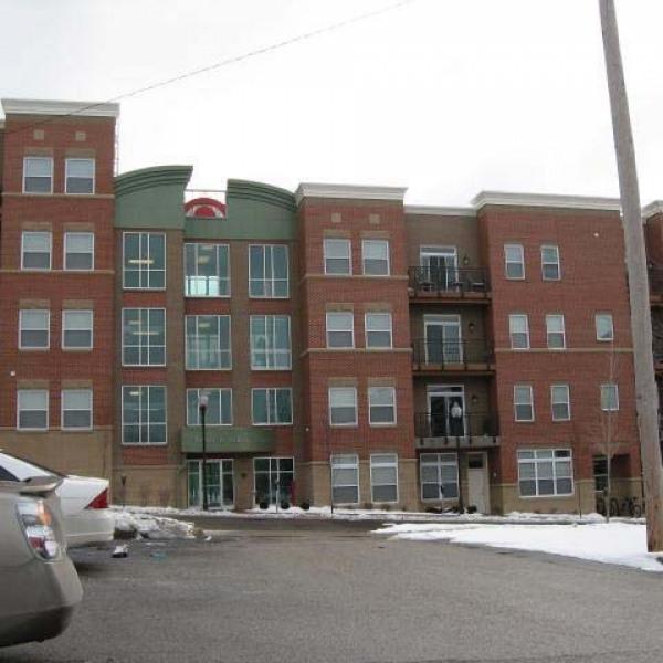 College Apartments: Smallwood Plaza Apartments