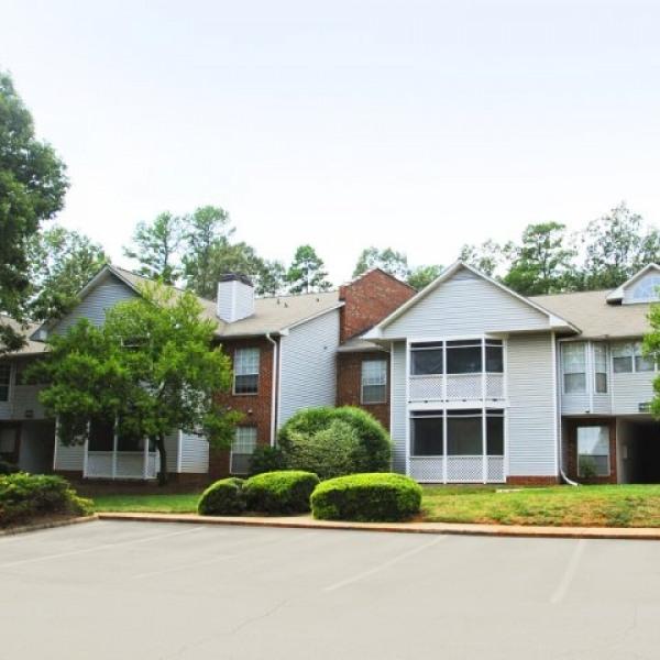 Walnut Creek Apartments: Lake Park Condominiums