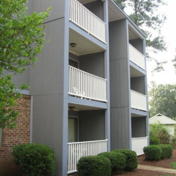 Parkwood Village Apartments: Avery Close