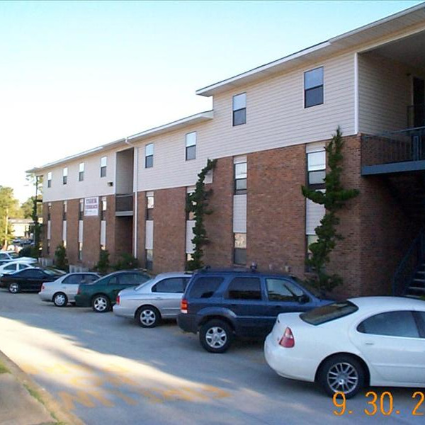 War eagle apartments ucribs for 400 university terrace