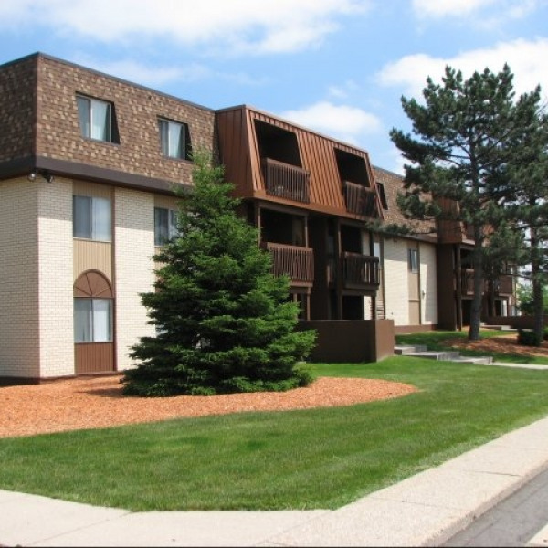 West Town Apartments: Trappers Cove Apartments