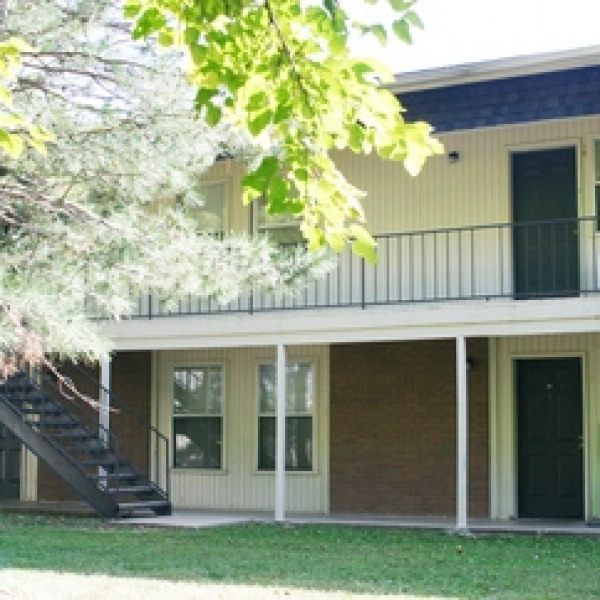 Apartment Listings: Candlelight Place Apartments